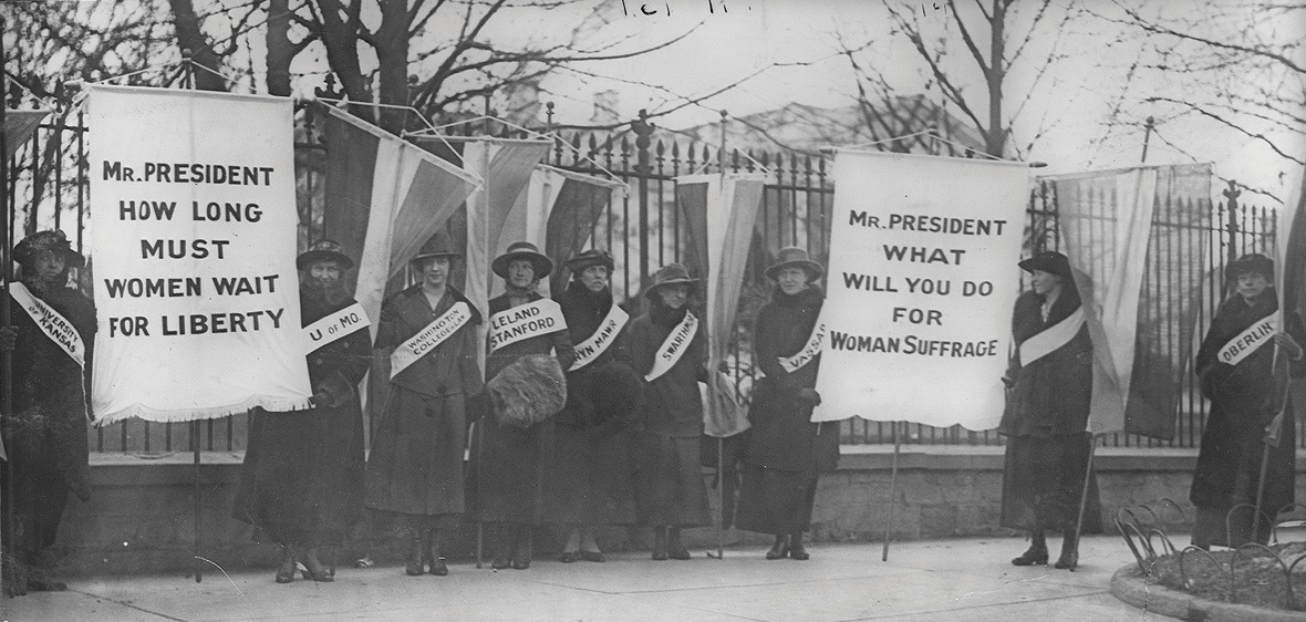 Black-and-white photo of women suffragists picketing in front of the White house