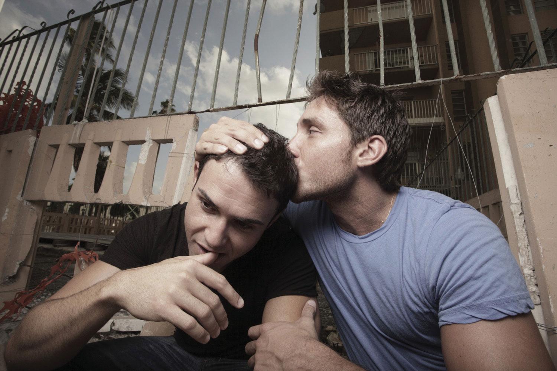 Поцелуй двух мужчин 19 фотография